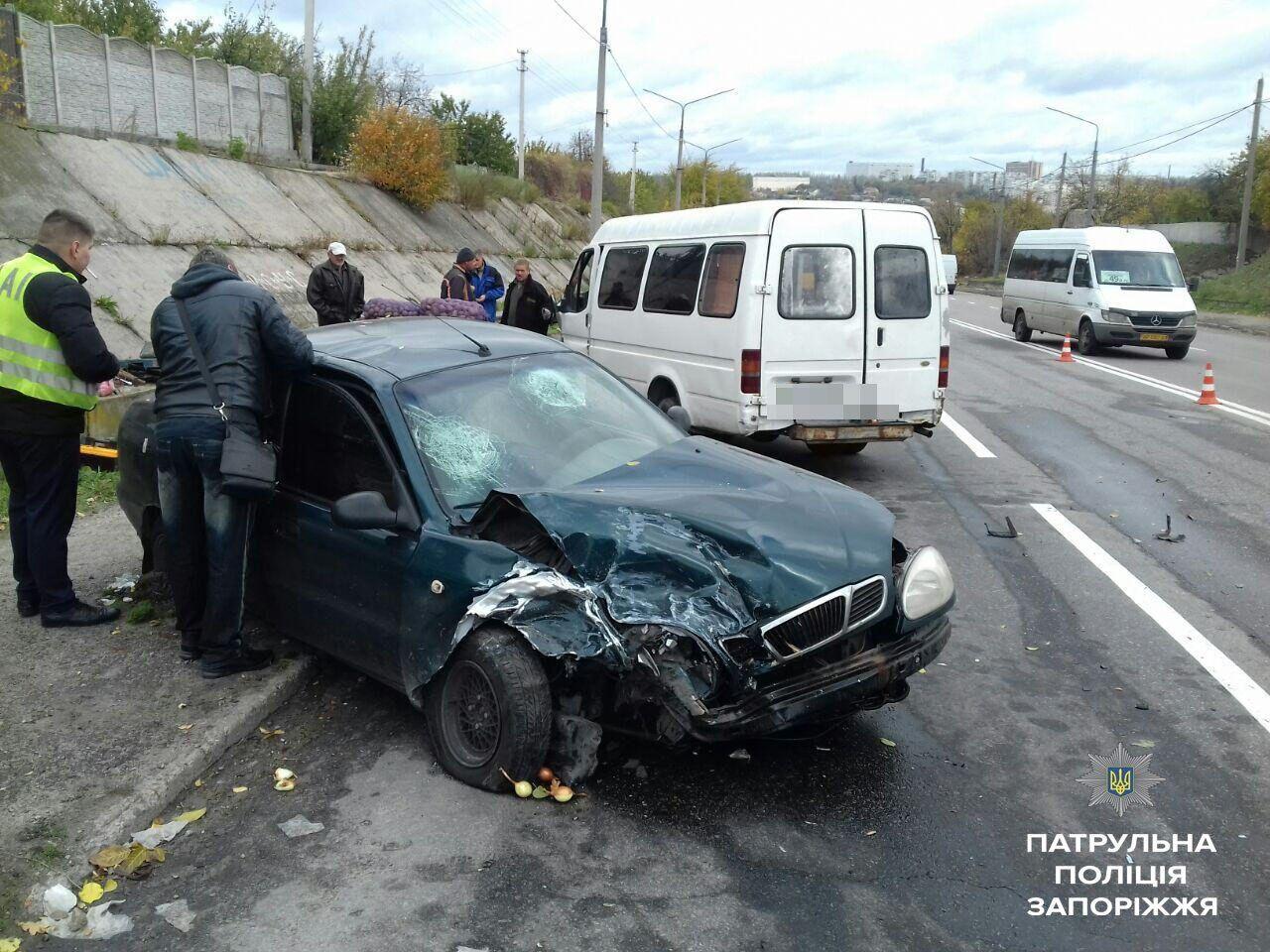В Запорожье произошло ДТП: среди пострадавших - ребенок