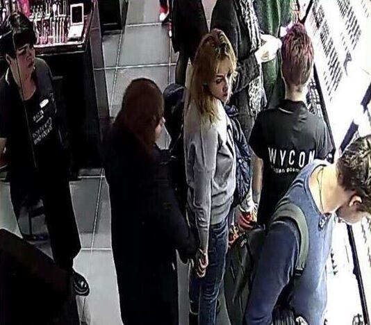 Внимание, розыск! В Киеве в известном ТРЦ воровок засняли на видео