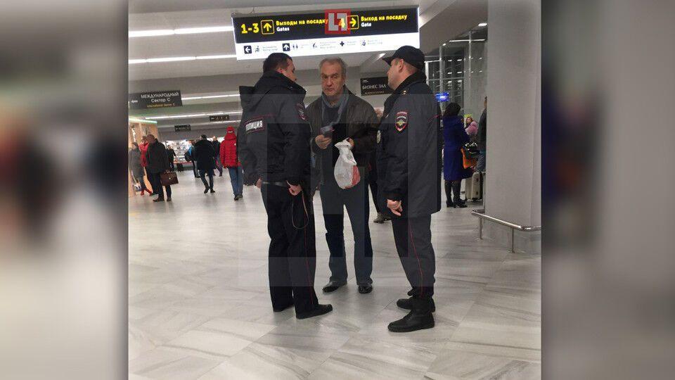 Был очень пьян: в России в аэропорту произошел инцидент с известным актером