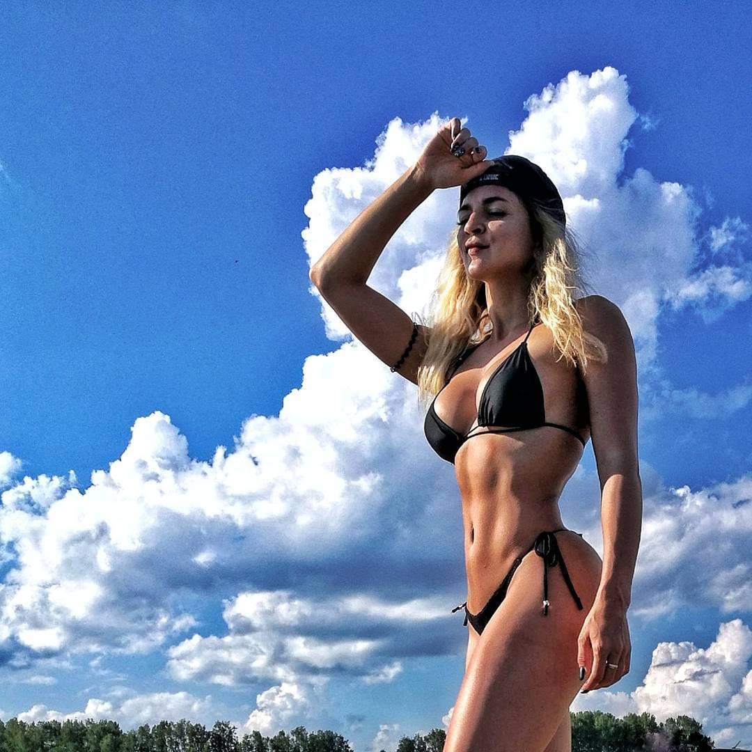 Известная фитнес-модель вызвала восторг в Instagram идеальной фигурой