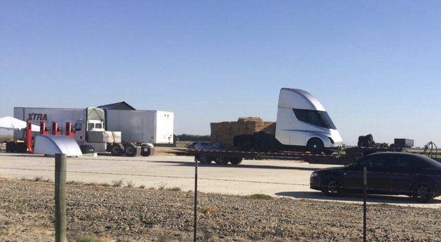 УМережу «злили» фото безпілотної вантажівки Tesla