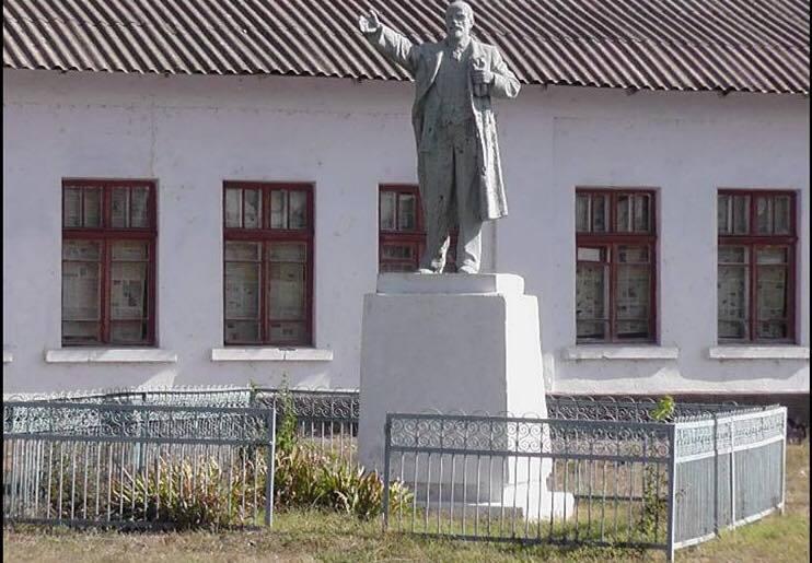 Комуністичні ідоли залишились без голів
