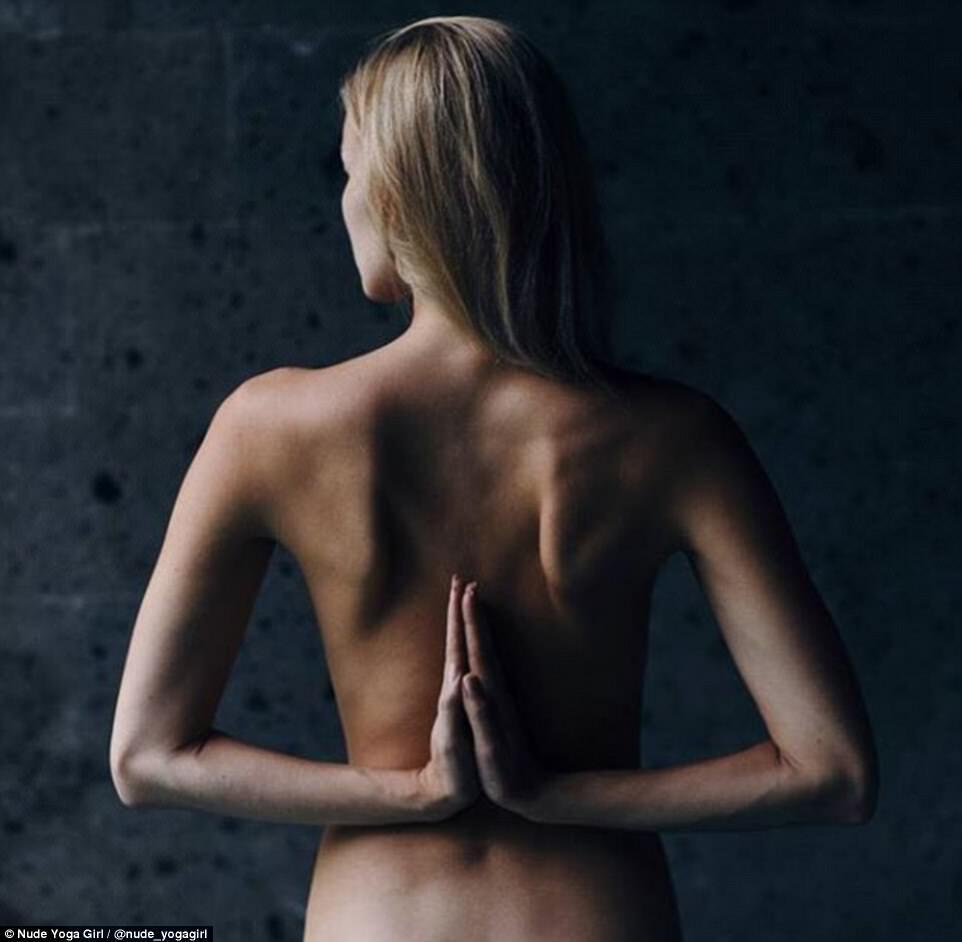 Гола йога: спортсменка підкорила Instagram відвертими фотографіями