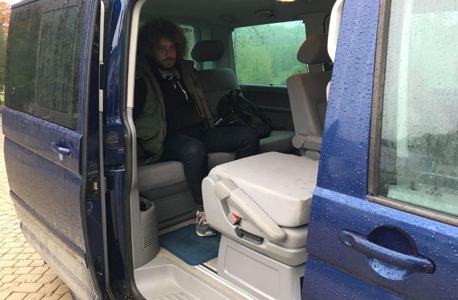 В сети появились фото якобы задержания российского блогера