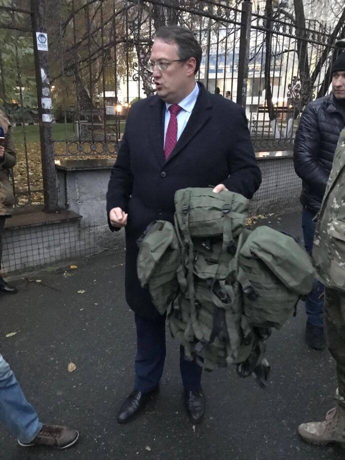 На суд к сыну Авакова прибыла группа поддержки из нардепов