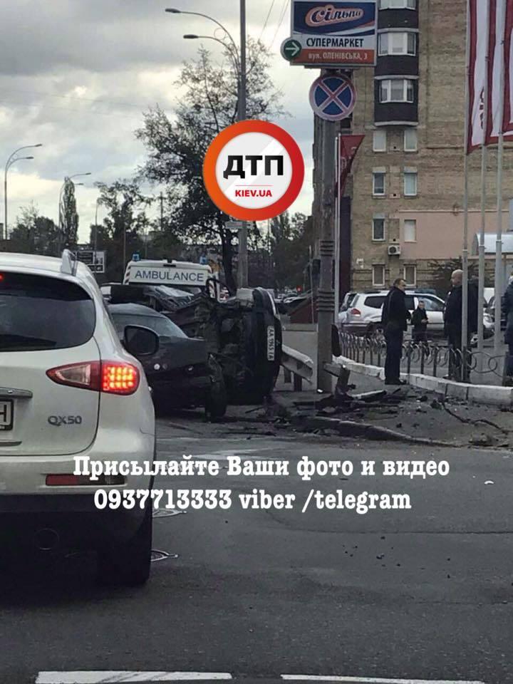Масштабное ДТП в Киеве: фрагменты авто разлетелись на десятки метров