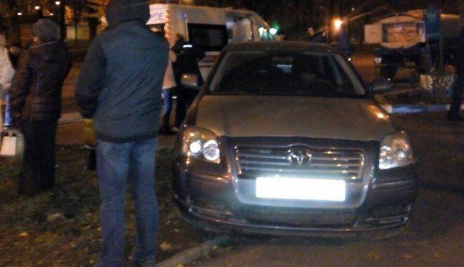 Самоотверженно: в Харькове прохожие спасли пенсионера, попавшего под машину
