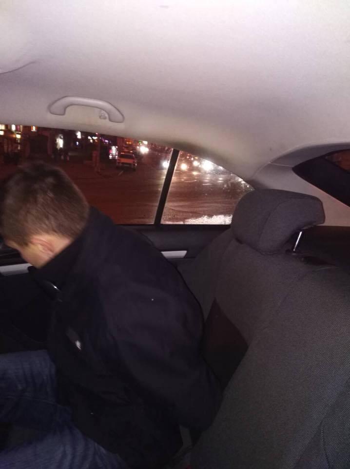 В центре Киева открыли стрельбу