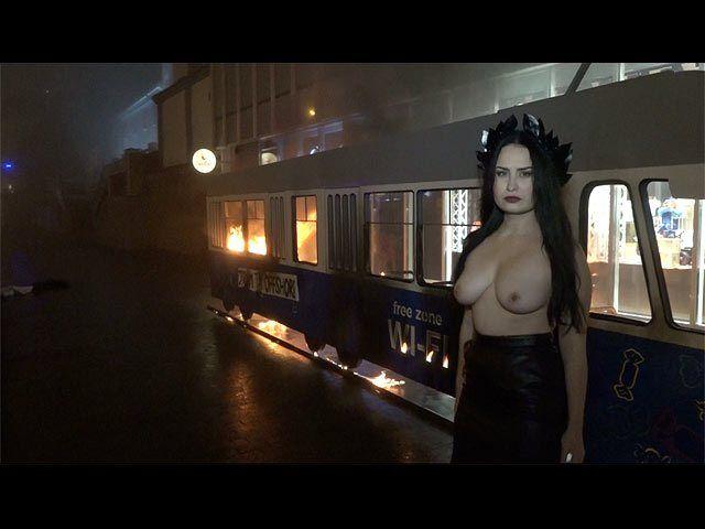 В огненной акции Femen под магазином Roshen нашелся российский след