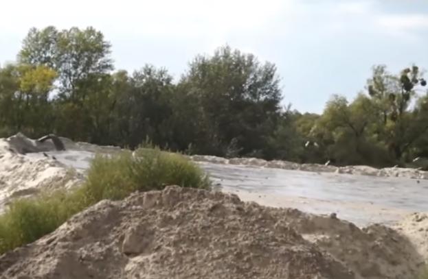 Нелегальная добыча песка под Киевом: активисты объявили войну копателям