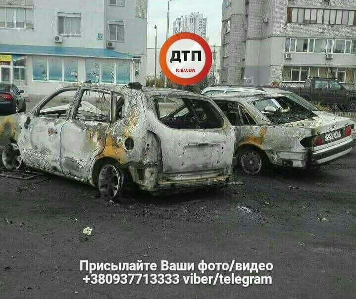 В Киеве сожгли несколько авто