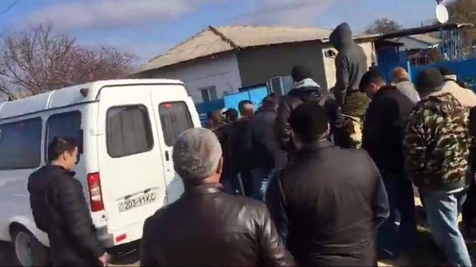 У Криму окупанти прийшли з обшуком до вчительки, що викладає кримськотатарською