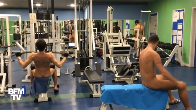 Фото с тренажерного зала для нудистов вызвали бурную реакцию в соцсетях
