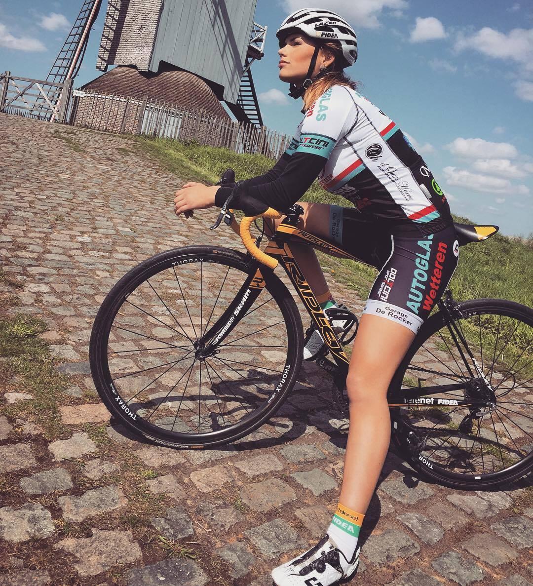 Хакеры слили обнаженные фото самой очаровательной велогонщицы Голландии