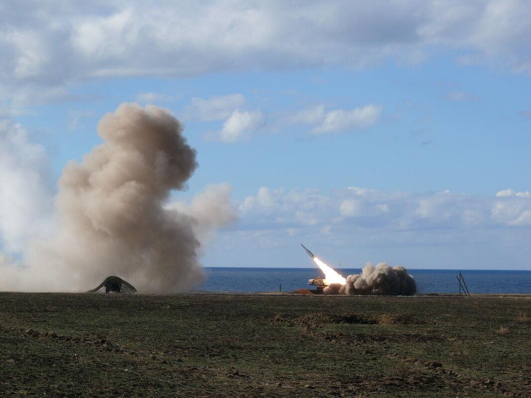 Ракетами по воздушным целям: Минобороны начало масштабные учения