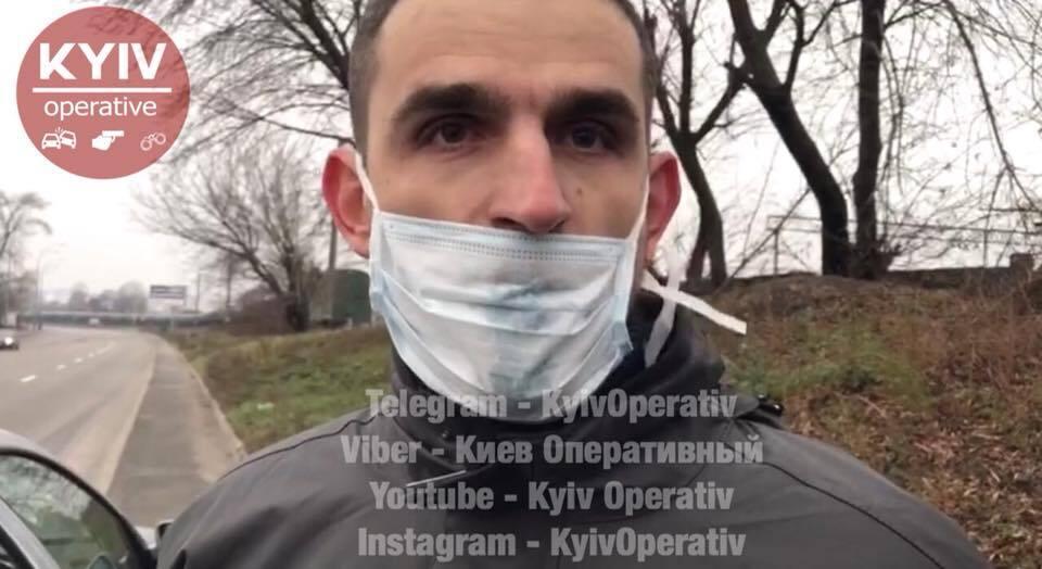 Кричав, що він Бог: в Києві водій без штанів влаштував шоу на дорозі