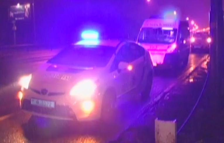 Отбросило на десятки метров: в Киеве поезд сбил мужчину