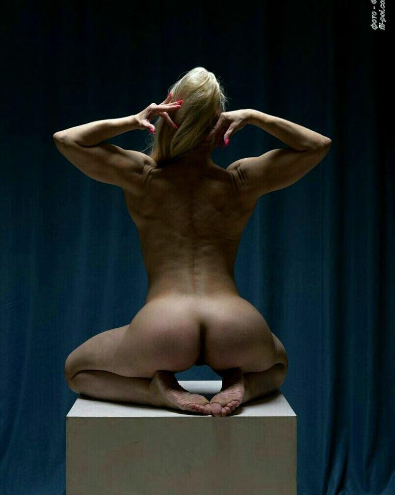 В сети высмеяли обнаженную фотосессию 46-летней чемпионки мира из России