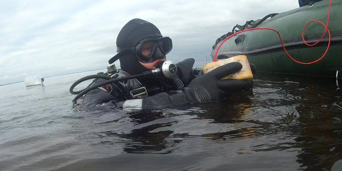 Вода столбом: в Киевском море прогремели два мощных взрыва