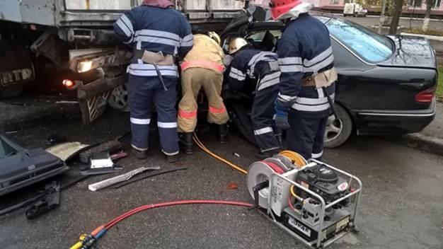 Авто в лепешку: в Киеве в жутком ДТП погиб 22-летний парень
