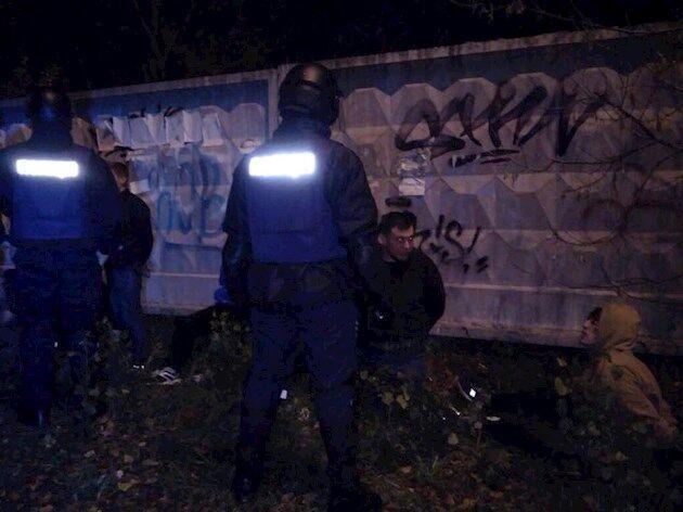 Массовая драка футбольных фанов в Киеве: в сеть попало видео лютой стычки