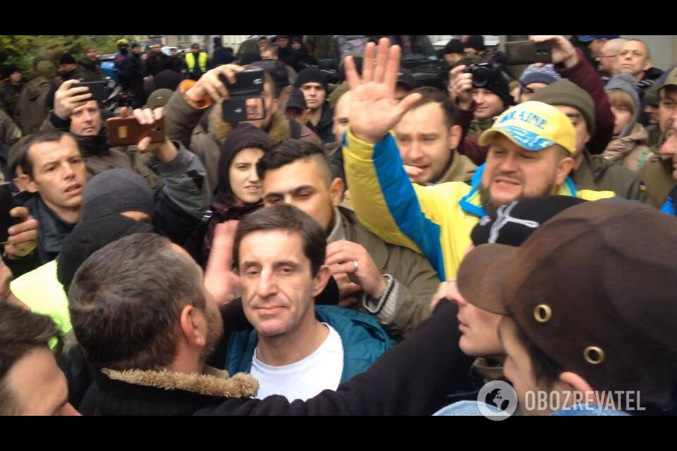 """Наконец мы до тебя добрались!"" В Киеве едва не избили Шкиряка"