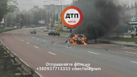 Жорстка ДТП у Києві: авто горіло, як факел