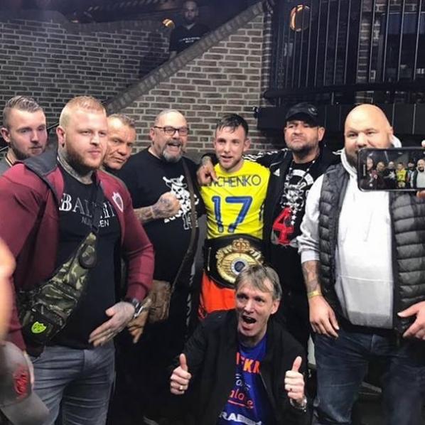 Голландський боєць ММА надів футболку збірної України після перемоги на ЧС