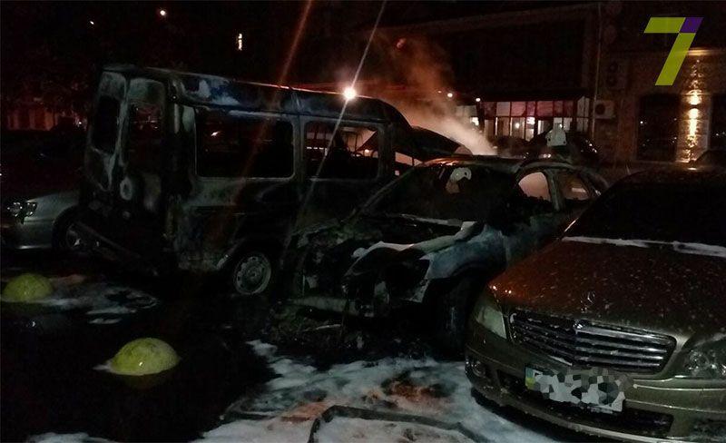 В разных районах: за ночь в Одессе сгорело почти 20 авто