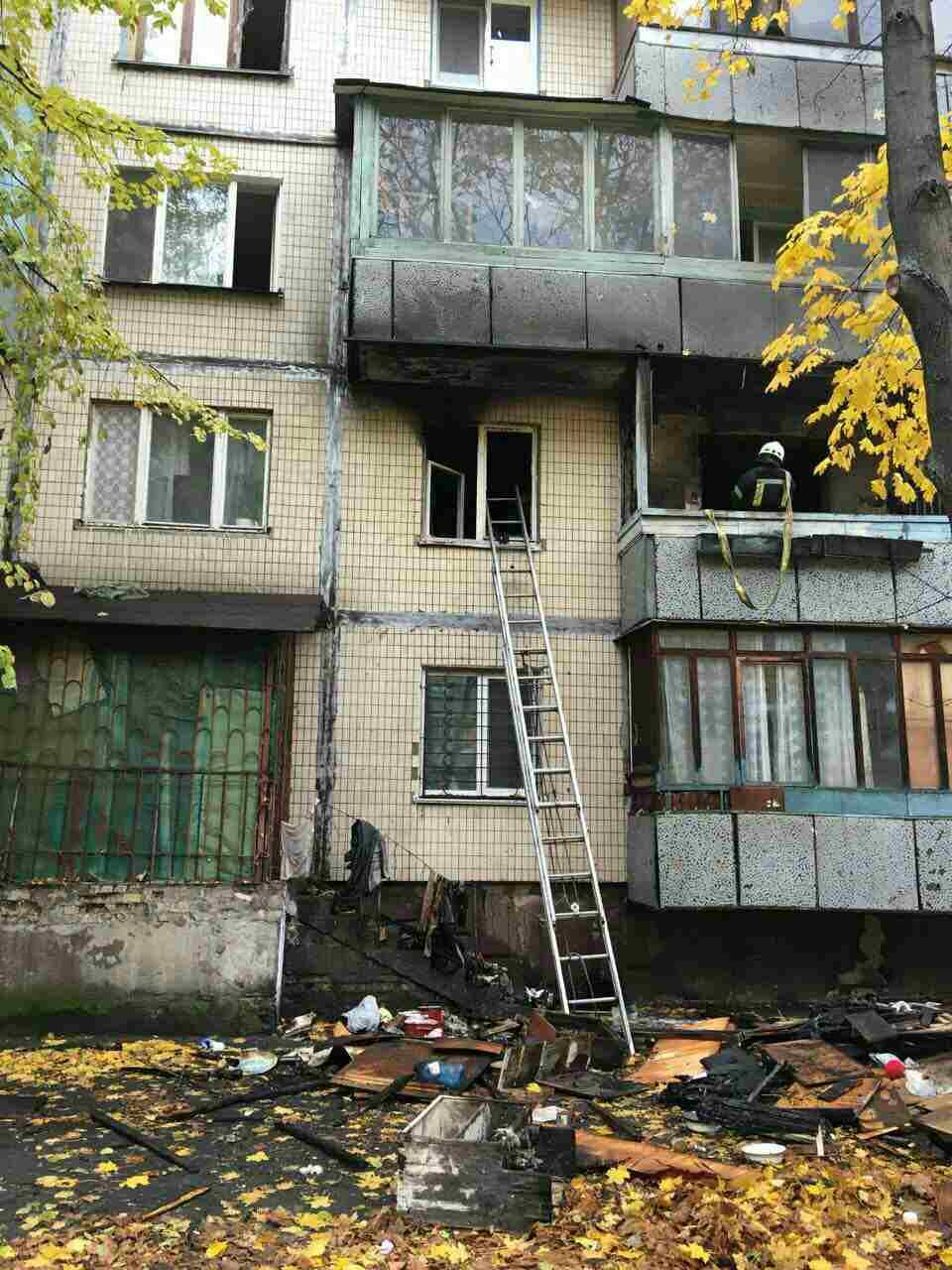 В Киеве вспыхнул крупный пожар в жилом доме, есть жертва