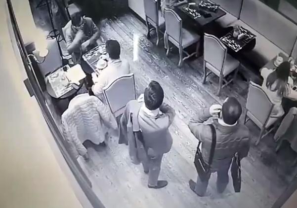 """""""Как двух тюленей"""": экс-министр стал жертвой ограбления в центре Киева"""