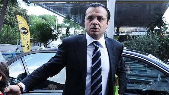 Відшкодували збиток: в Італії новоспеченого депутата заарештували за несплату податків