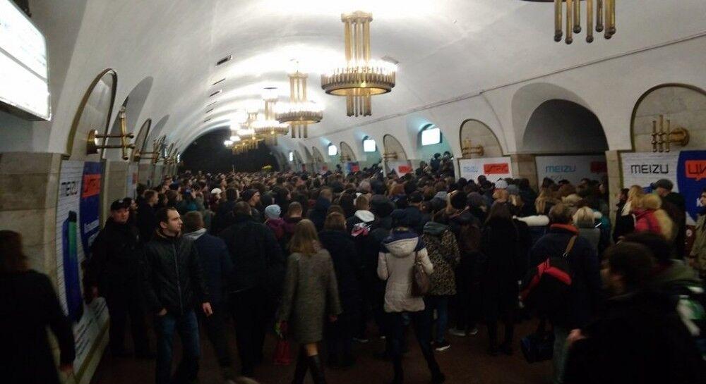 Ад в метро Киева: опубликованы кадры массовой давки