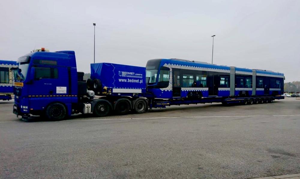 В Киев отправили новые трамваи из Польши: в сеть попали фото