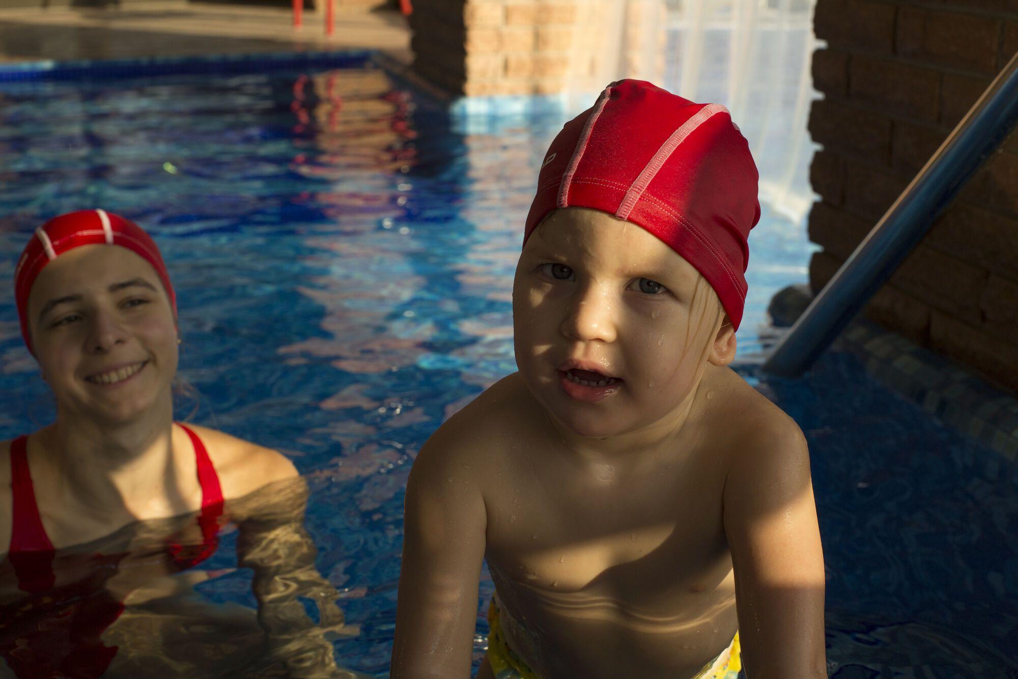 Особенный ребенок – не диагноз: как плавание поставило на ноги маленькую Аню Савчук