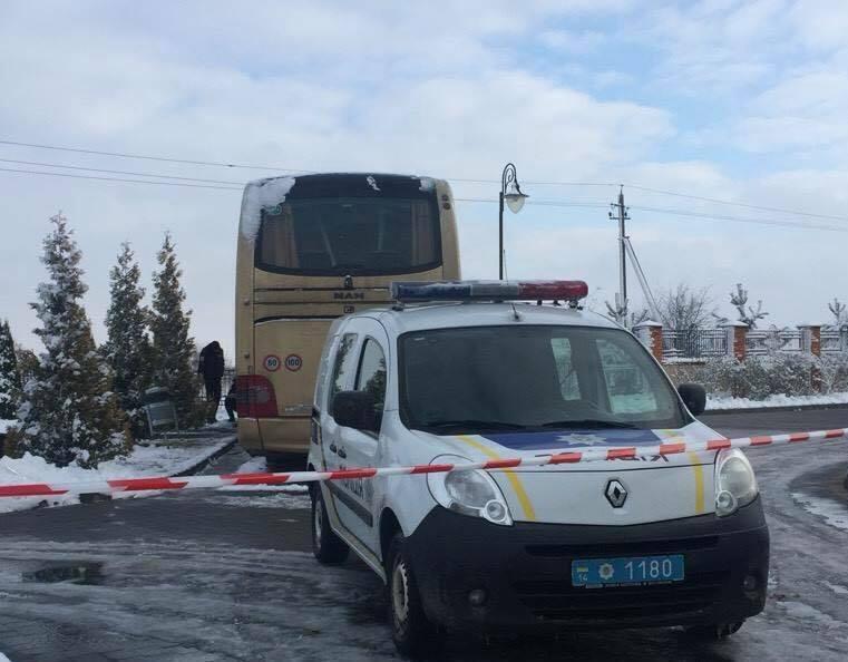 """Під Львовом підірвали автобус польських туристів: з""""явилася реакція Варшави"""
