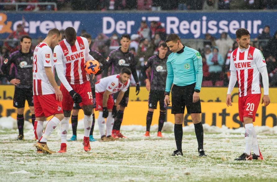Курьез года: в Германии футбольный судья не смог найти на поле 11-метровую отметку