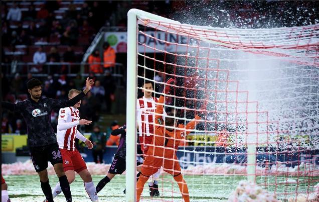 Немецкий клуб одержал феерическую победу, проигрывая 0:3 при лютом снегопаде