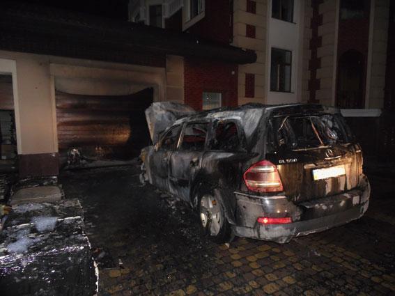 В Ривне сожгли авто скандального депутата
