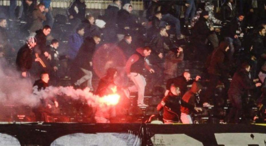 Матч чемпионата Сербии по футболу превратился в кровавую бойню