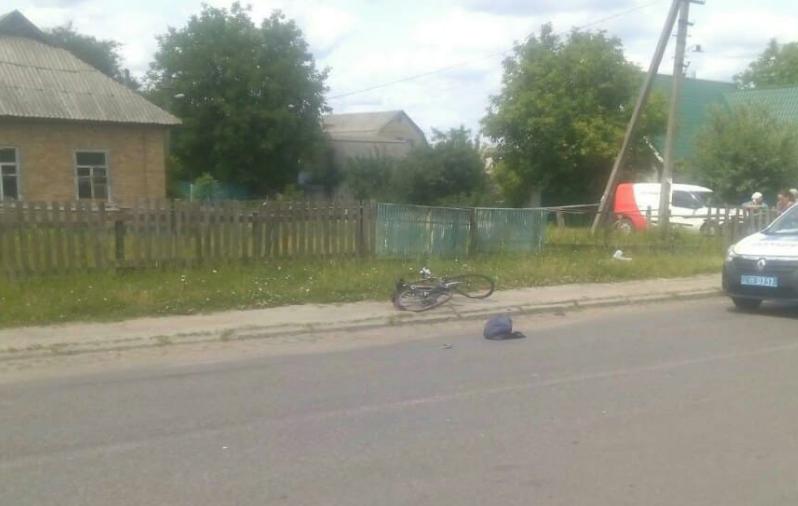 Велосипед отбросило на десяток метров от места столкновения