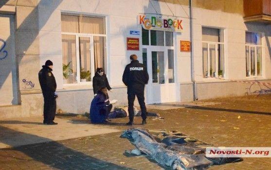 У Миколаєві розбився військовий, впавши у прикриту гнилими дошками триметрову яму