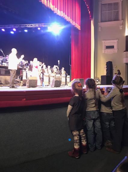 """""""Ось і діти"""": з'явилися фото і відео концерту, який ледь не зірвав Саакашвілі"""