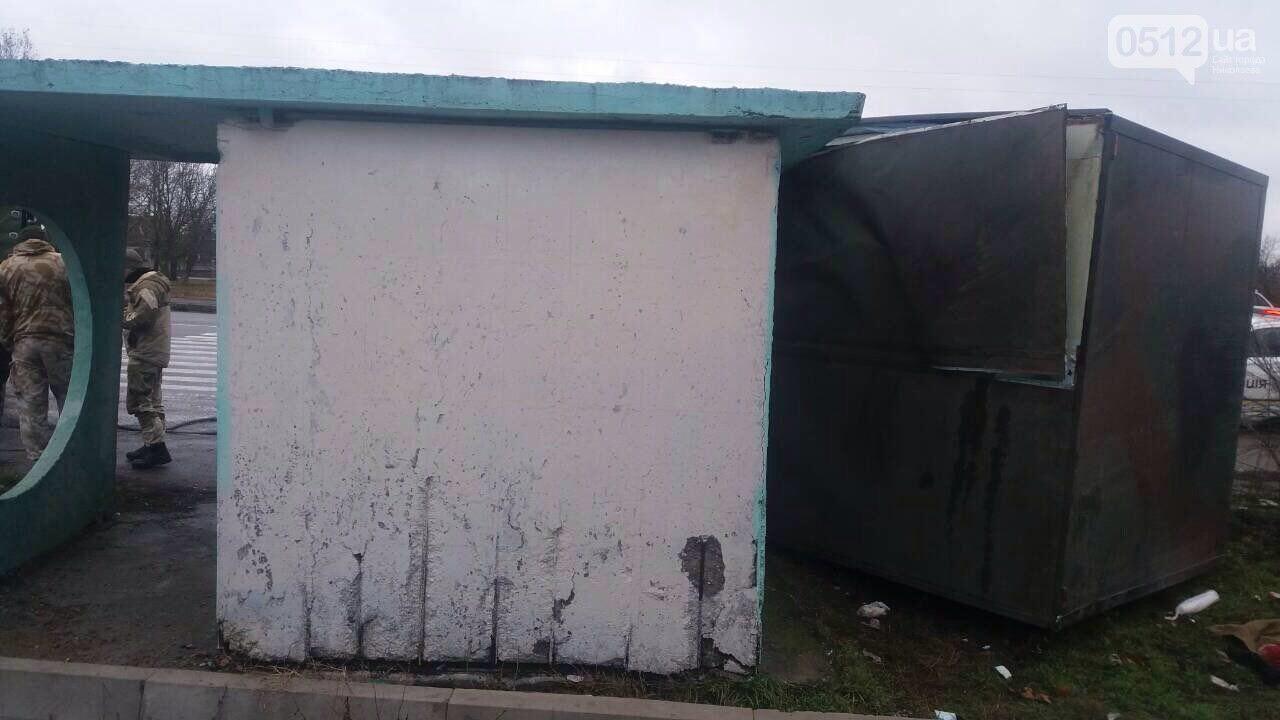 Жінці відрізало голову: під Миколаєвом вантажівка Нацгвардії врізалася в зупинку