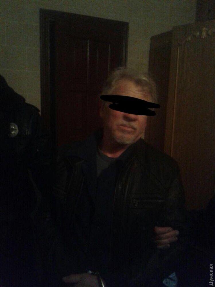 Убью всех! В Одессе пьяный моряк взял заложников и ранил полицейского
