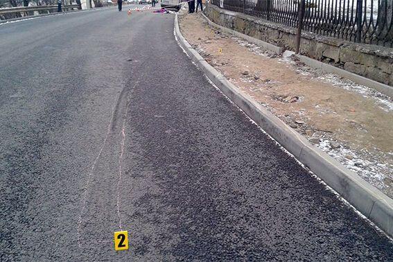 Место ДТП. Тротуар не огражден отбойником