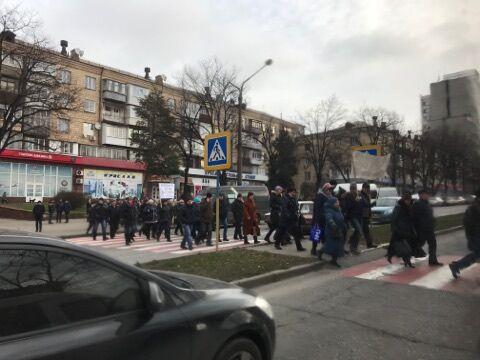 Запорожские энергетики вышли на масштабную забастовку посреди города
