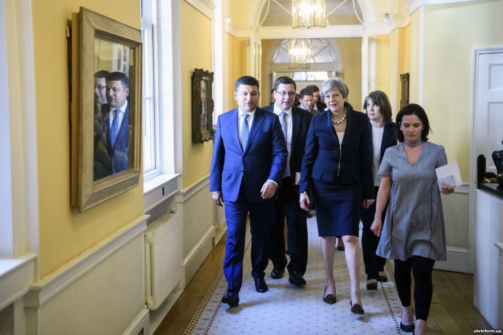 С премьер-министром Великобритании Терезой Мэй