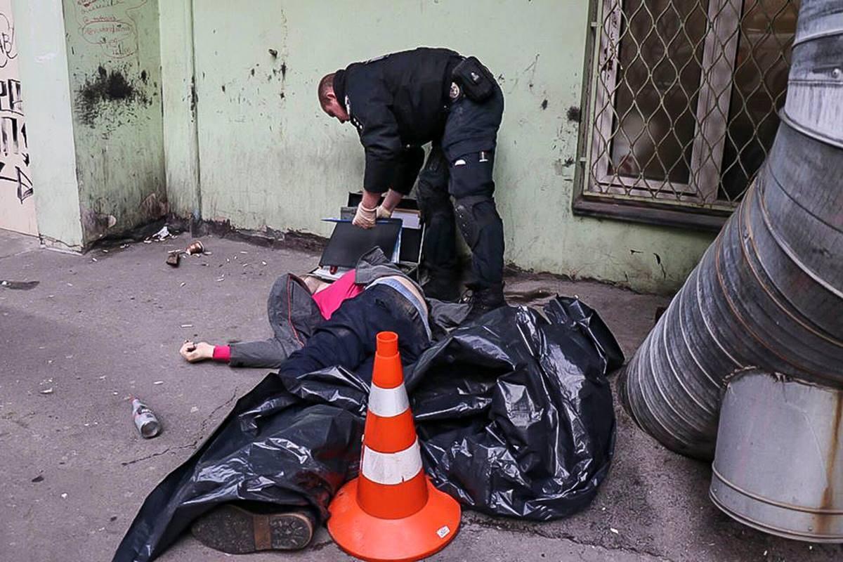 Около 30 лет, одет прилично: в центре Киева нашли труп мужчины