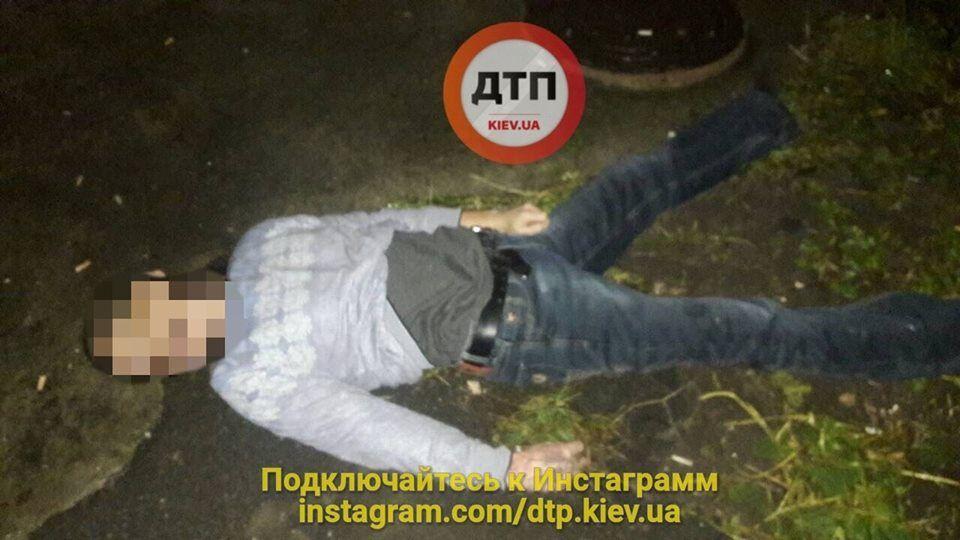 Попрощался и выпрыгнул: в Киеве в новогодний вечер случилась трагедия